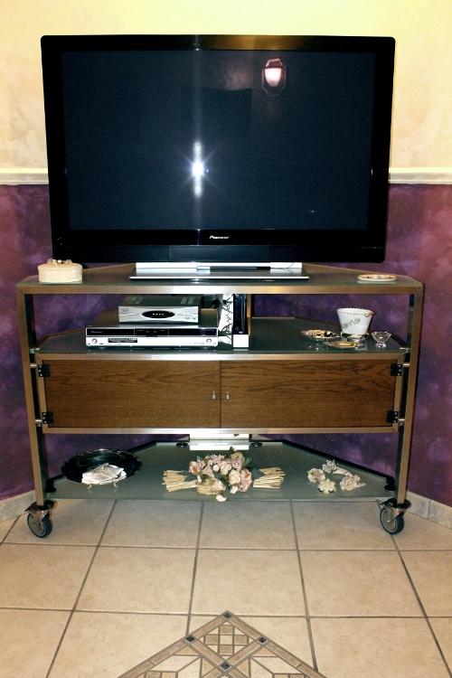 Mobile porta televisore in acciaio inox e vetro su misura