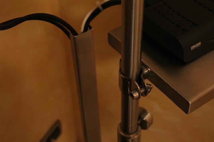 Mobile porta tv in acciaio e vetro for Cavi acciaio arredamento