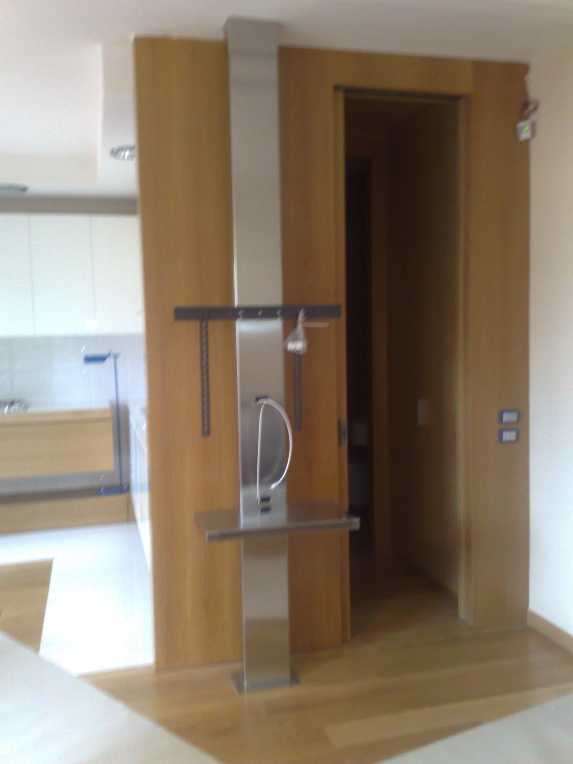 Porta tv in acciaio con ancoraggio a parete - Porta televisori a parete ...