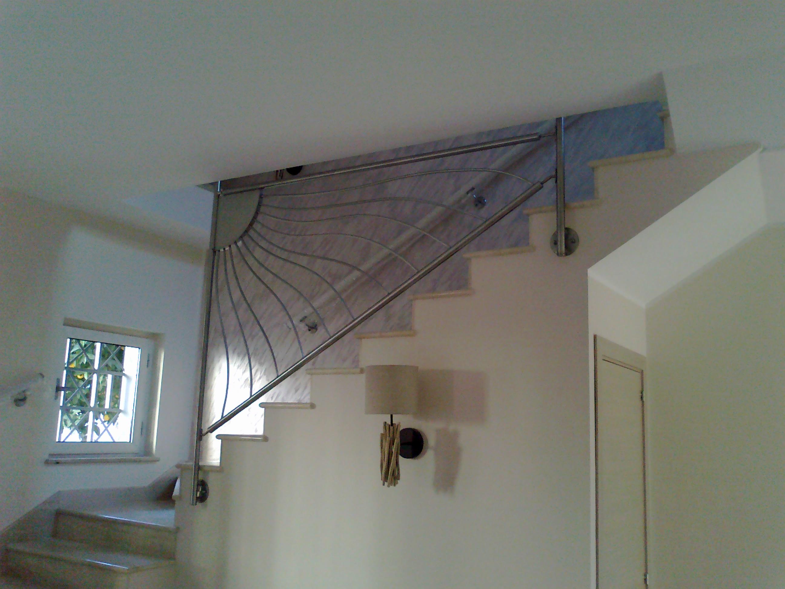 Ringhiera per scala intera con fissaggio a solaio - Ringhiera scale interne ...