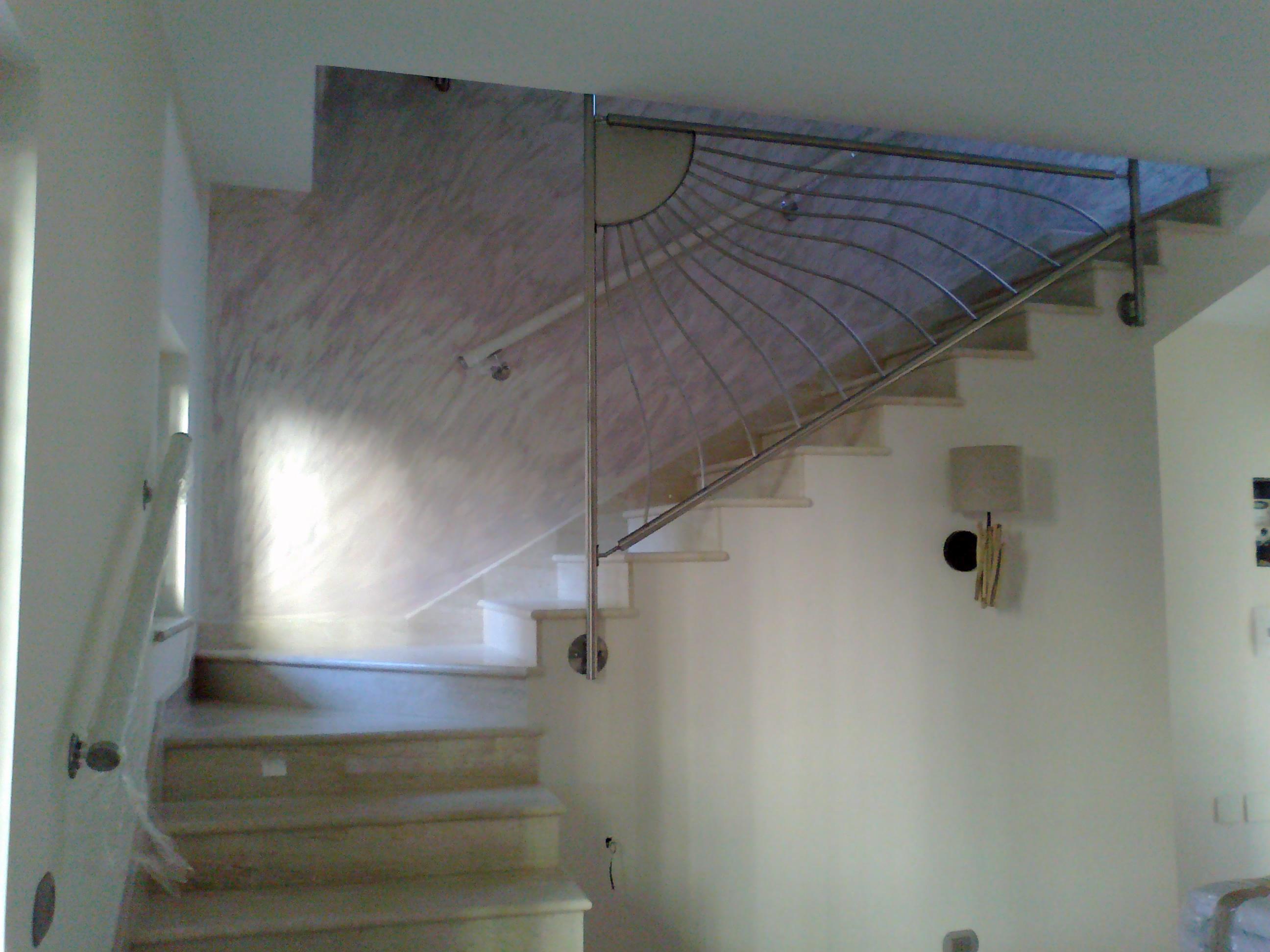 Ringhiera per scala intera con fissaggio a solaio - Altezza corrimano scale interne ...