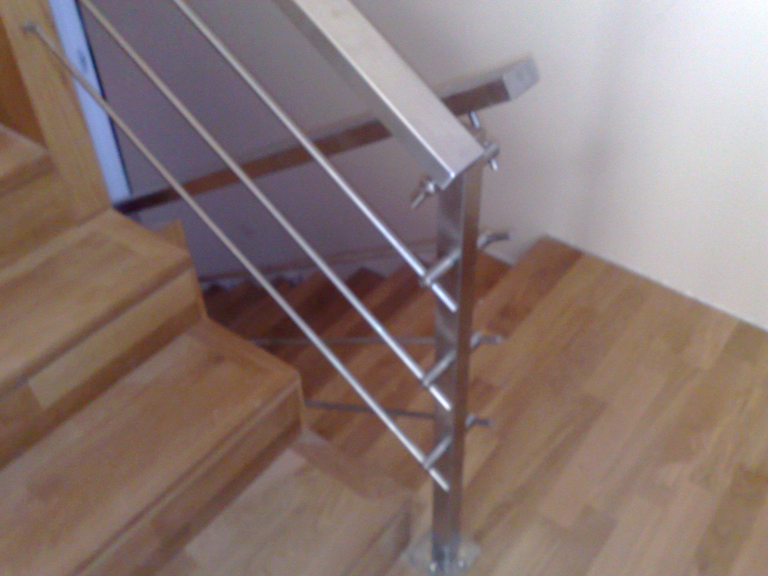 Ringhiera in acciaio con pannelli in legno per scala interna - Pannelli legno per interni ...