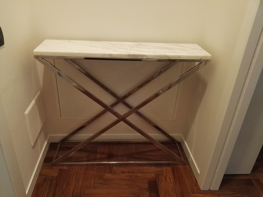 tavoli da arredamento in acciaio inox realizzati su misura
