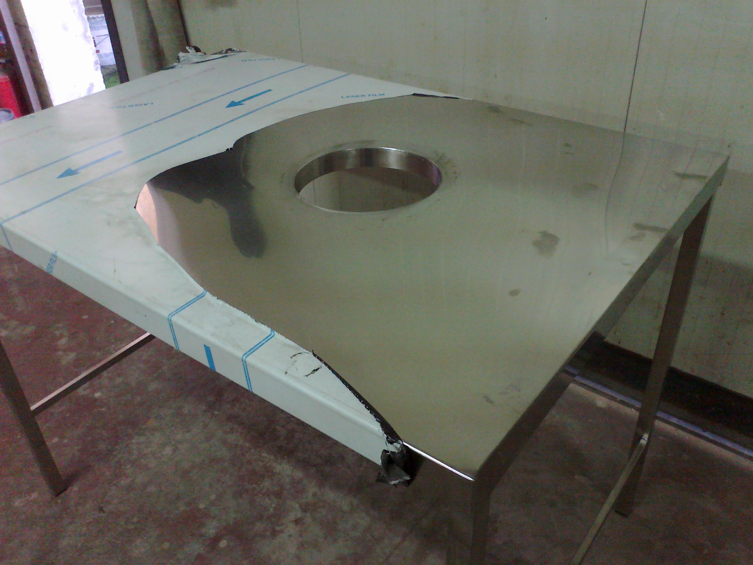 Tavolo Da Lavoro Acciaio : Tavolo da lavoro in acciaio inox con foro di scolo per rifiuti